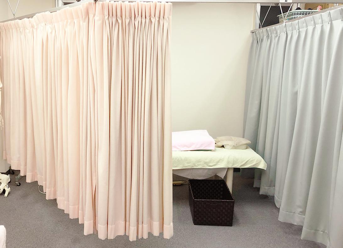 秋葉原・神田の駅近く鍼灸治療室モモ 治療 室内 ベッド